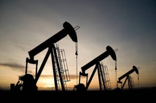 Oil Edges Up on Positive Demand Outlook