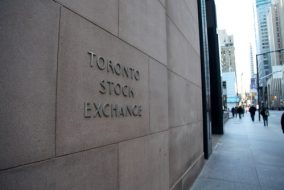 TSX Wavers as Wall Street Drags its Feet